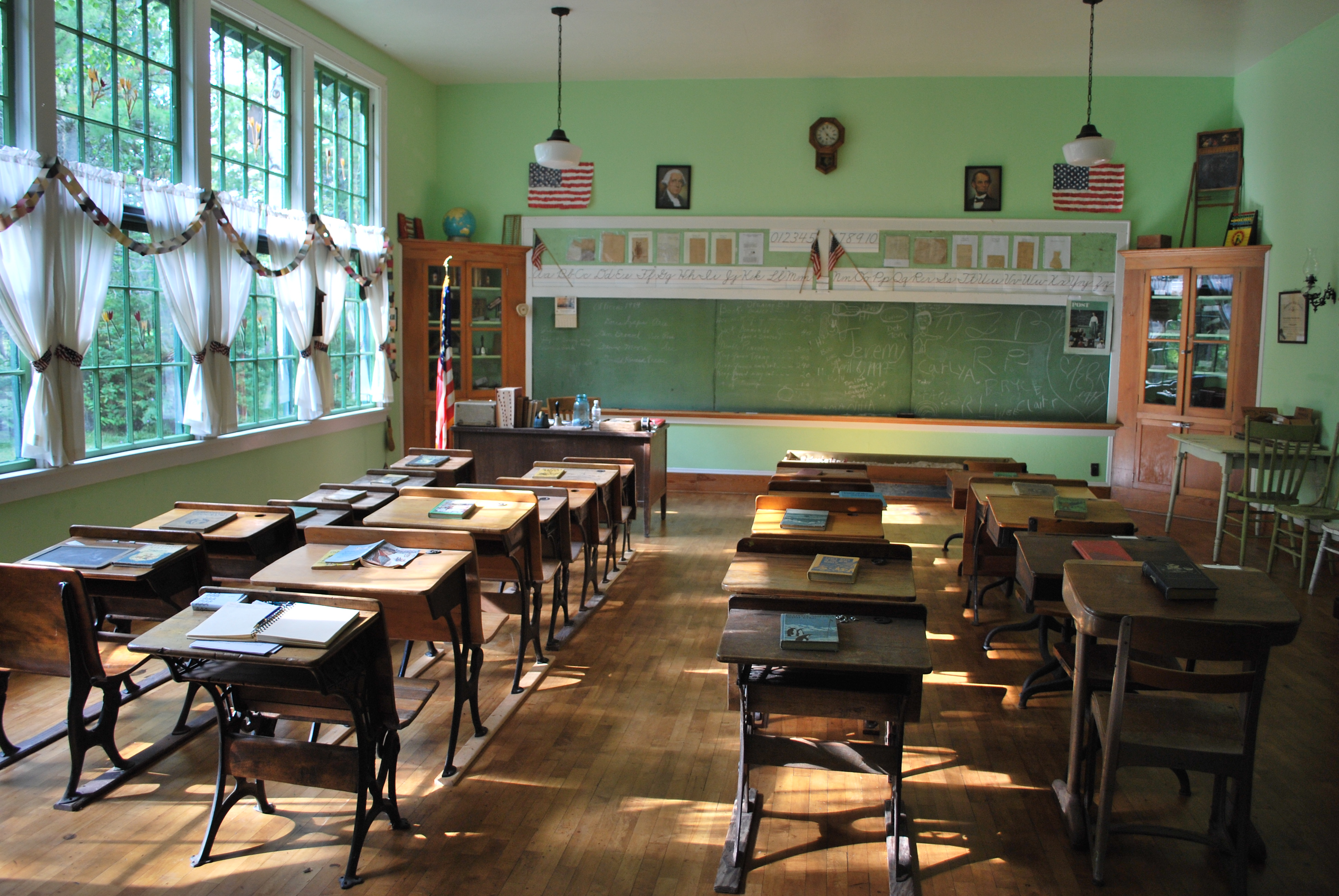 Longrie one room schoolhouse menominee county michigan for Interior of school